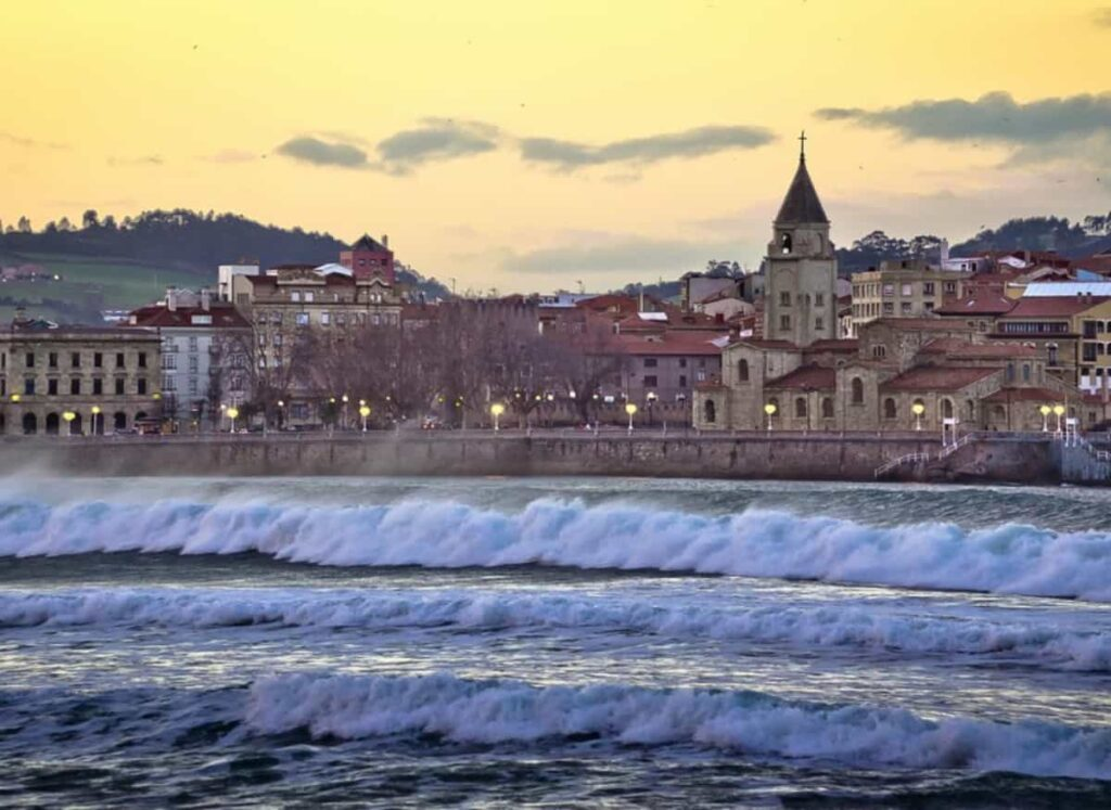 En Gijón encontramos otro lugar mágico para nuestras escapadas románticas
