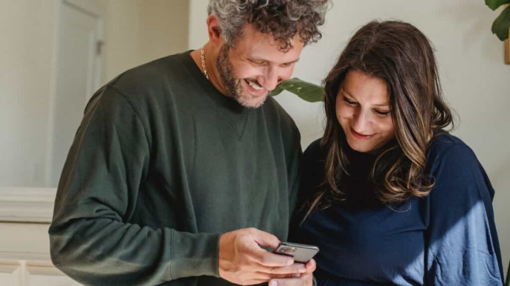 redes sociales y pareja, es posible combinar las redes sociales y la pareja,